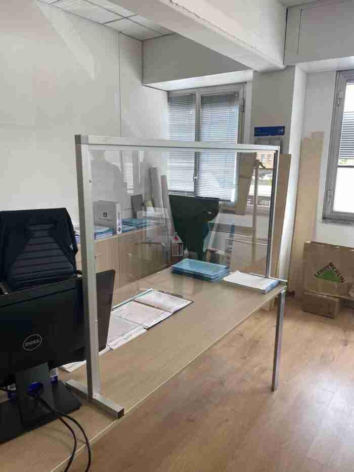 Barriera di protezione in plexiglass (policarbonato) spessore 4mm - CST Scenografie